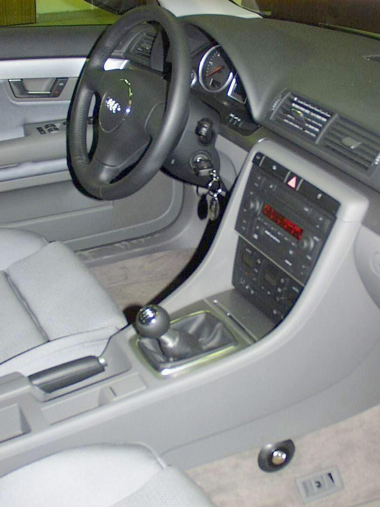 Audi A4 manualis