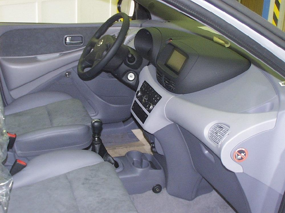 Nissan almera tino manualis