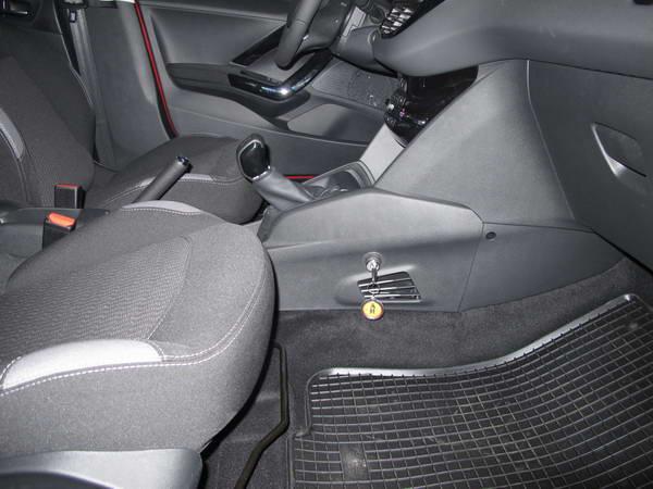 peugeot 208 facelift 5seb r hatul segedrud jobb oldalon